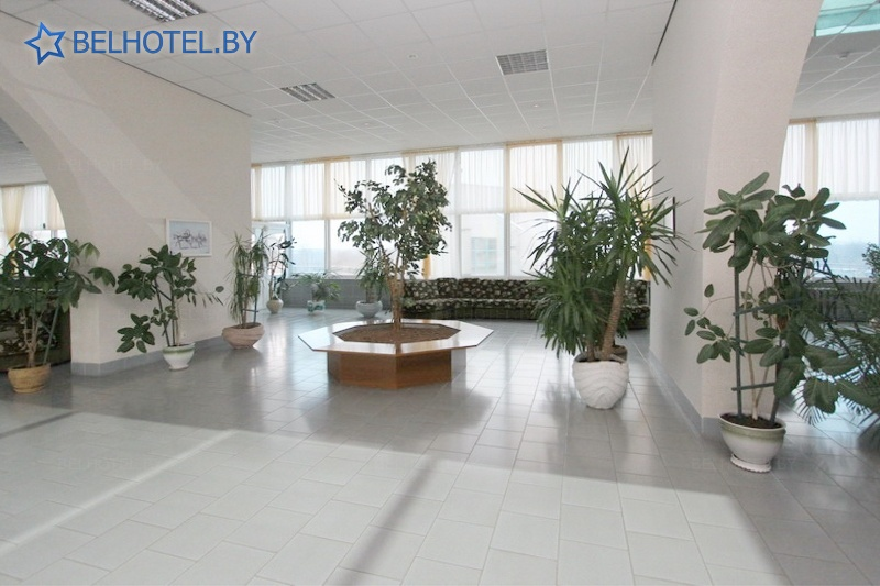 Гасцініцы Беларусі - гасцінічны комплекс Нафтан - Рэгістратура, хол