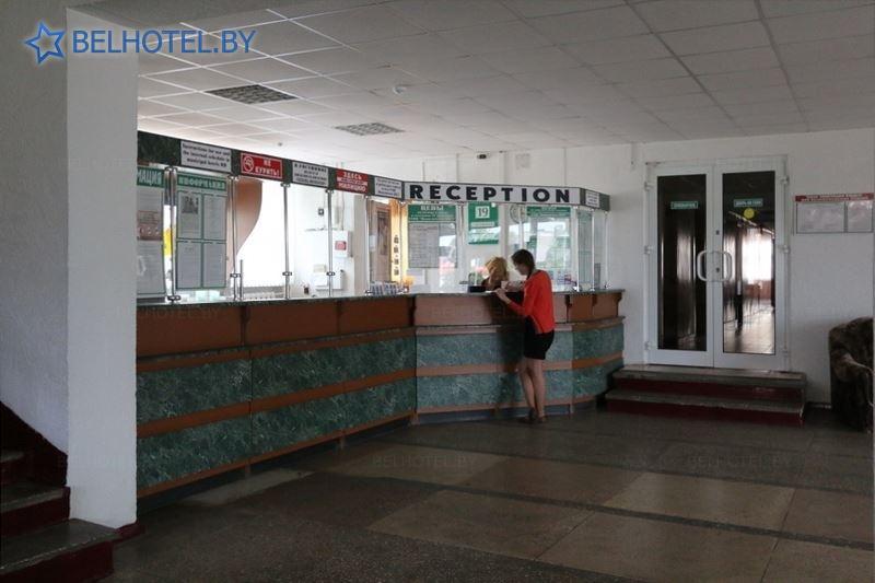 Гасцініцы Беларусі - гасцініца Івацэвічы - Рэгістратура, хол