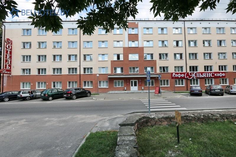 Гостиницы Белоруссии Беларуси - гостиница Амакс Визит - Парковка