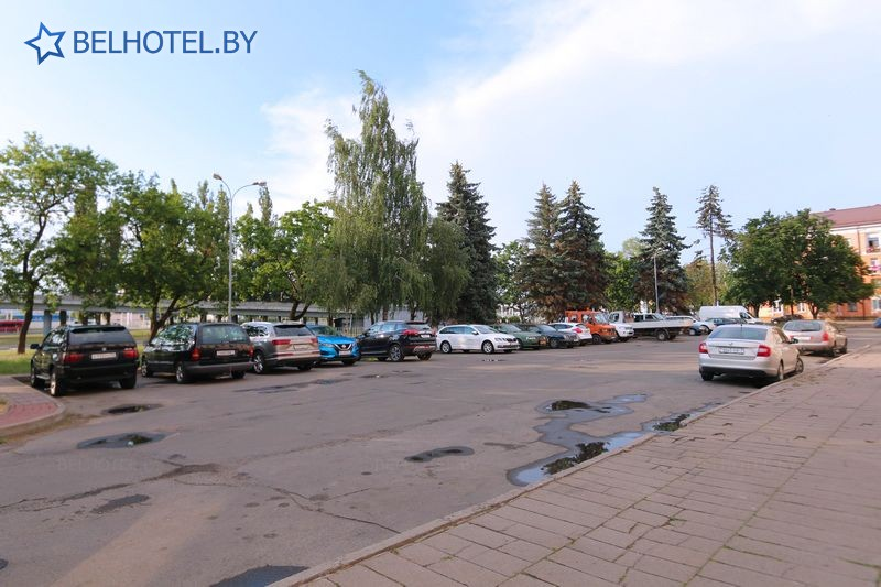 Гостиницы Белоруссии Беларуси - гостиница Буг - Парковка