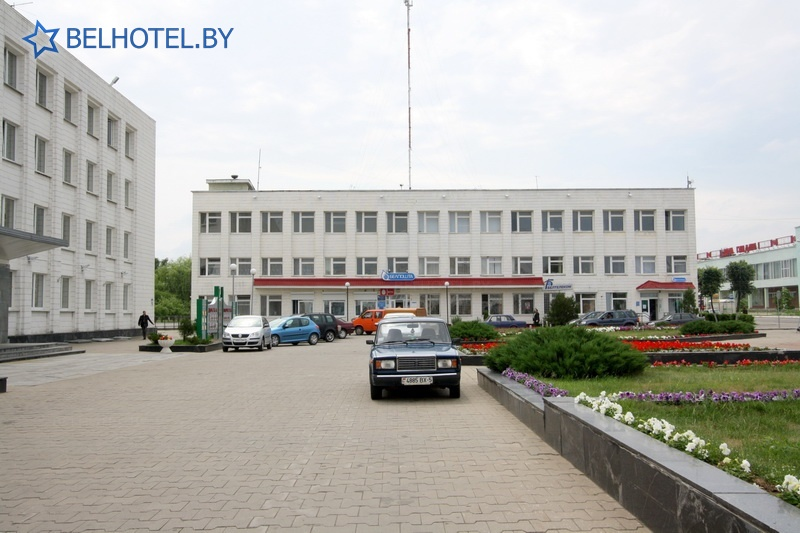Гостиницы Белоруссии Беларуси - гостиница Березинa - Парковка