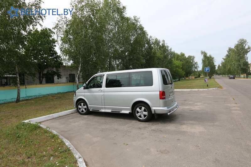 Гостиницы Белоруссии Беларуси - гостиница Днепр - Парковка