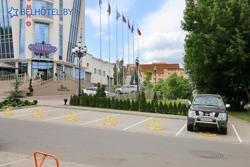 Гасцініцы Беларусі - гатэль Буцiк Гатэль Buta - Паркоўка