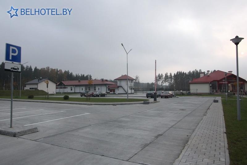 Гасцініцы Беларусі - гасцініца Брузгі - Стаянка аўтамабіляў